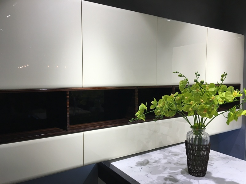 off White Lacquer Handless Design Kitchen Cabinet