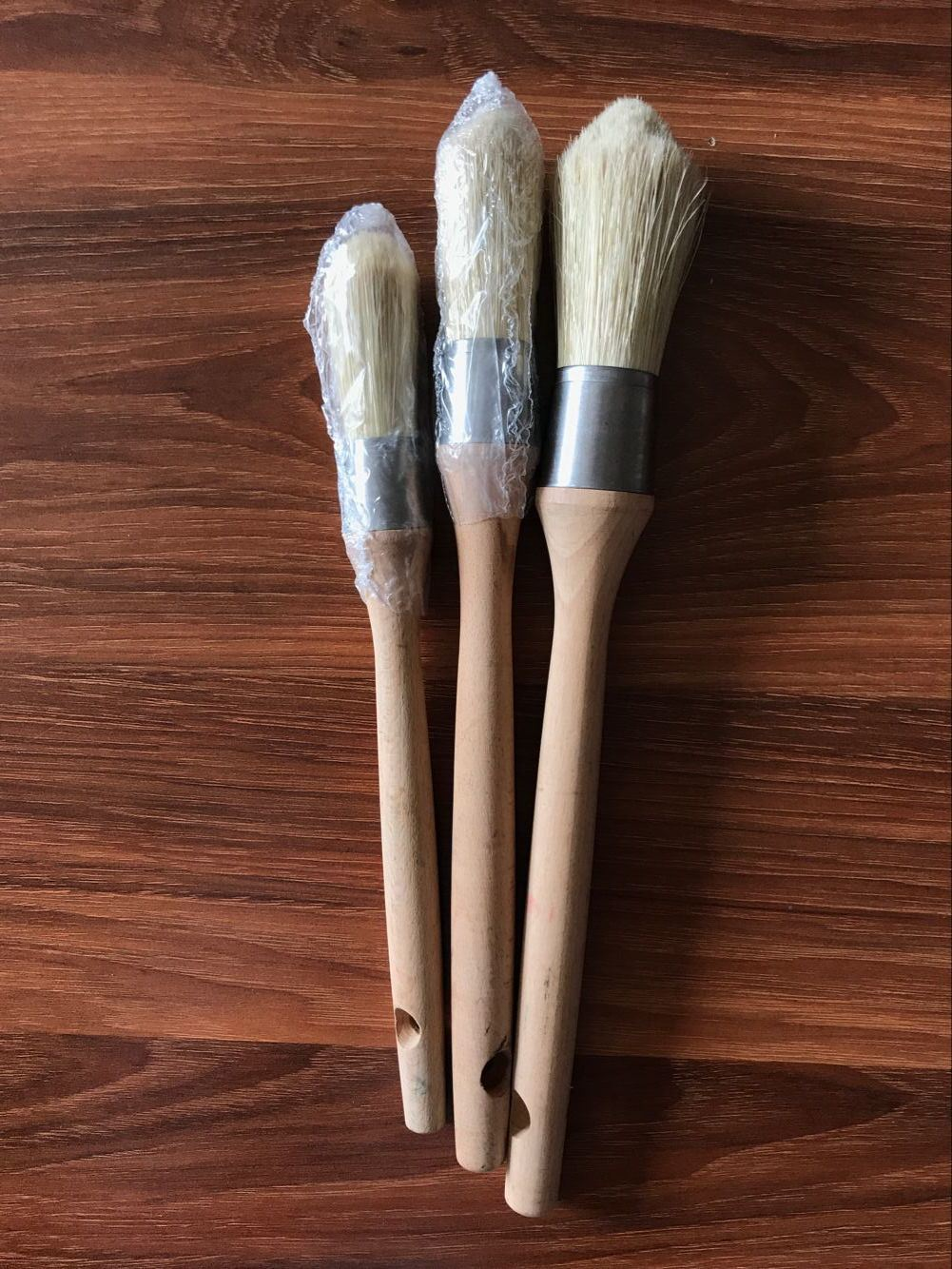 Long Wooden Handle Round Brush White Bristle Material