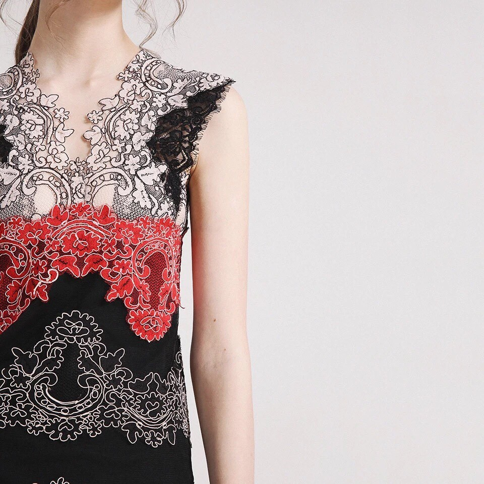 Embroidered Lace Elegant Sleeveless Ladies Dinner Dress