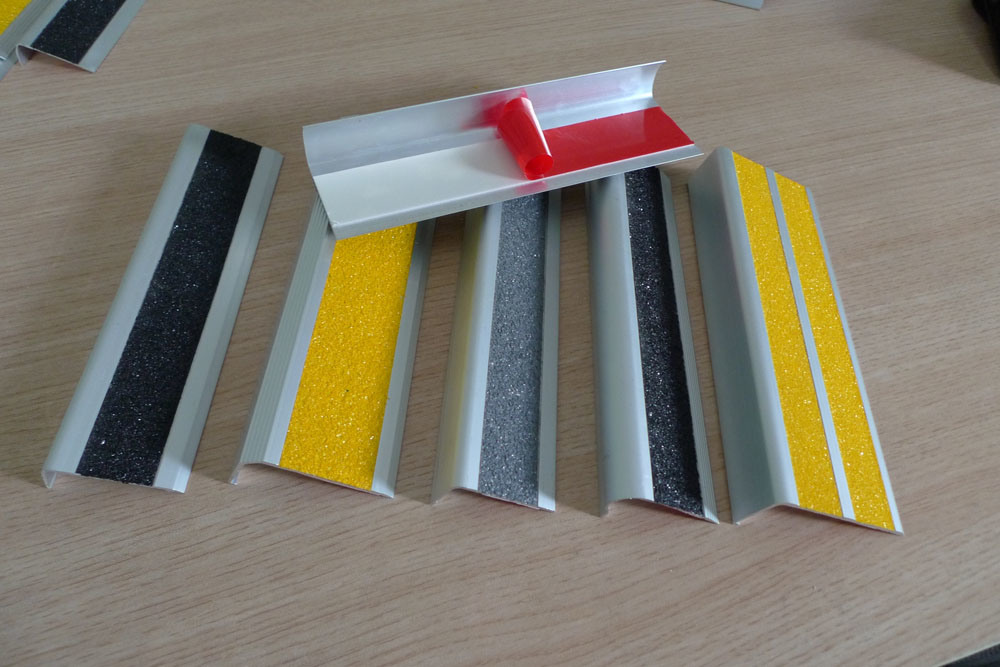 China Plastic Edge Protector Stair Edge Protector Dsn60