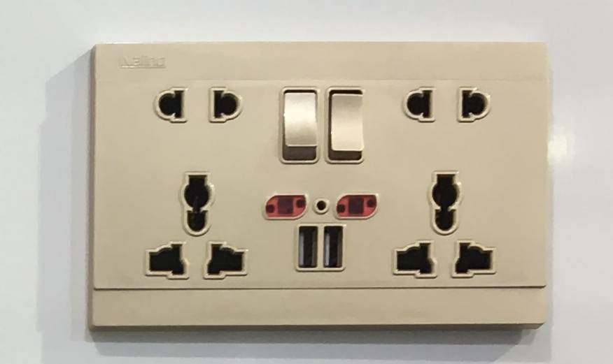 2 Gang Universal 5 Pin Switched Socket with Dual USB Outlet
