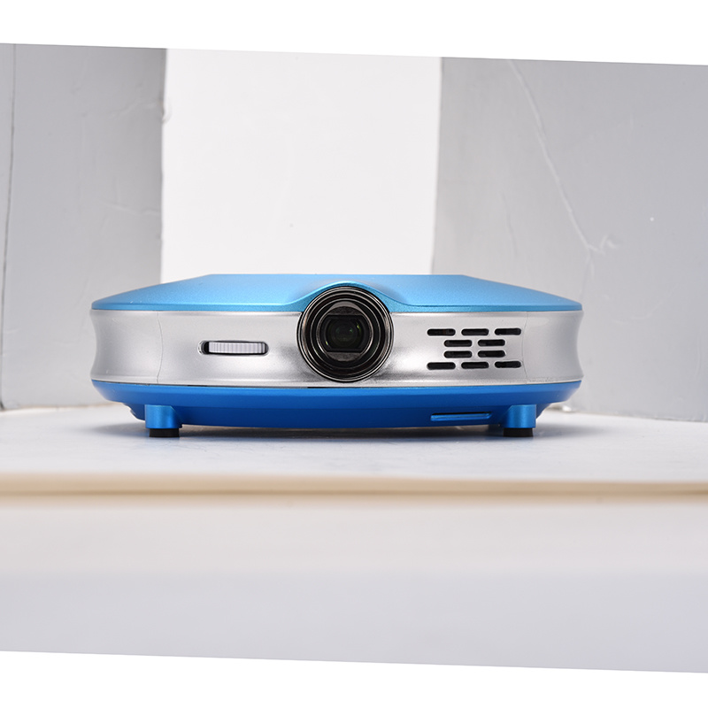 X9 (Amlogic S905) Quad-Core 1.7GHz (DVFS) Intelligent Mini Projector