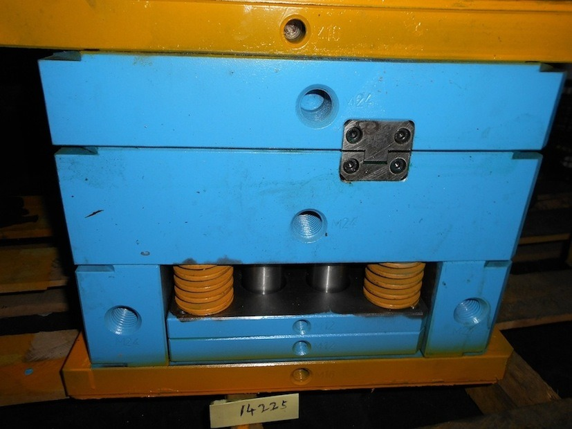 Nissan Backing Plate Injection Mould