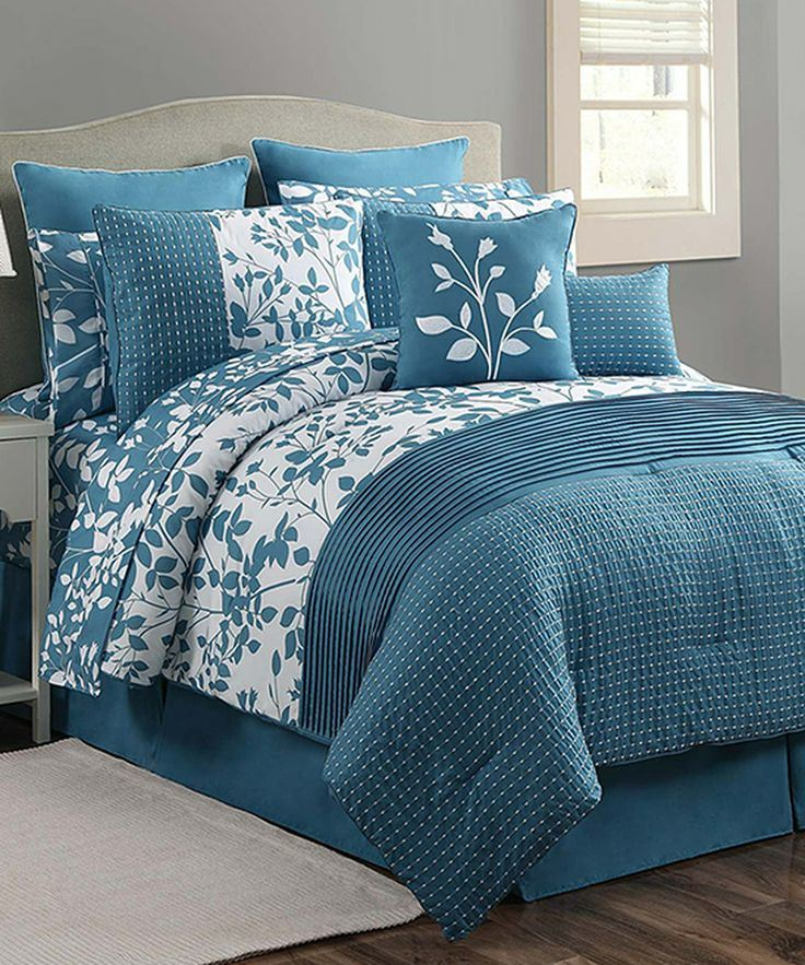 Classics Blue & White Shadow Vine Comforter Set