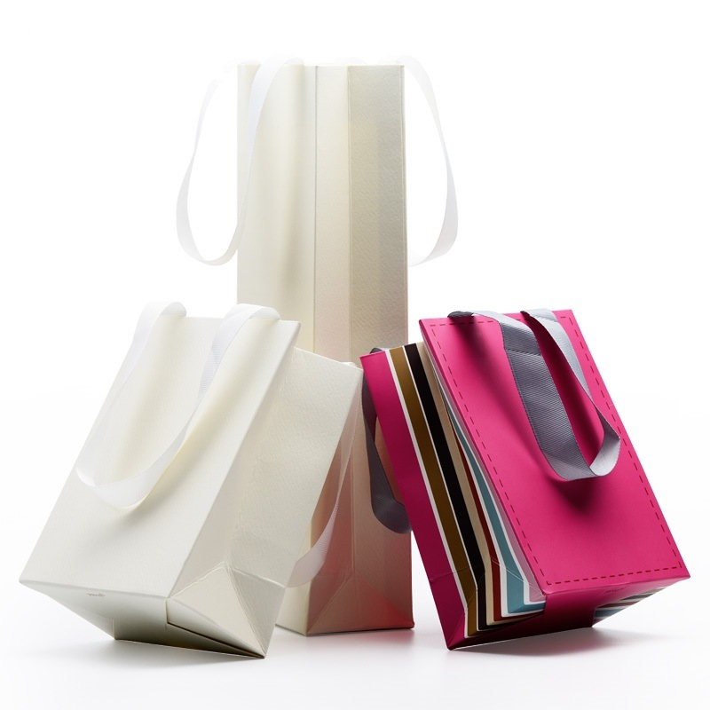 High Quality Art Paper Gift Bags for Garments (FLP-8910)