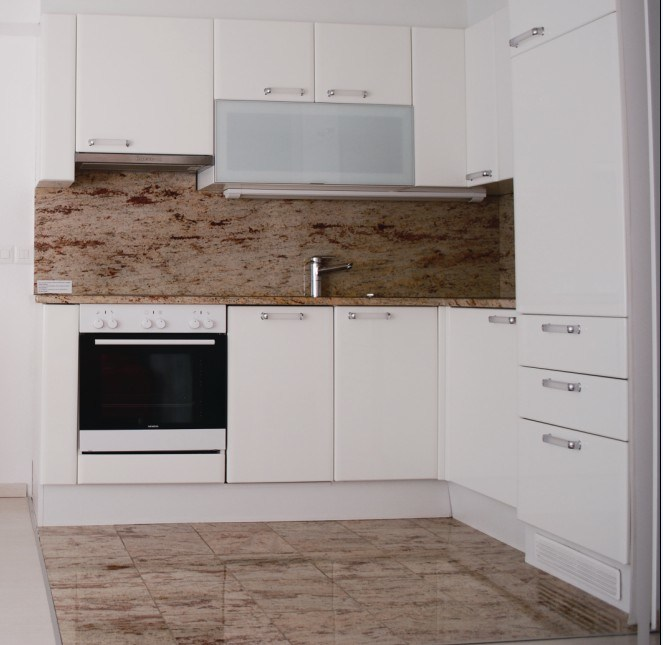 New Design High Gloss Lacquer Wooden Kitchen Cabinets (M-L58)