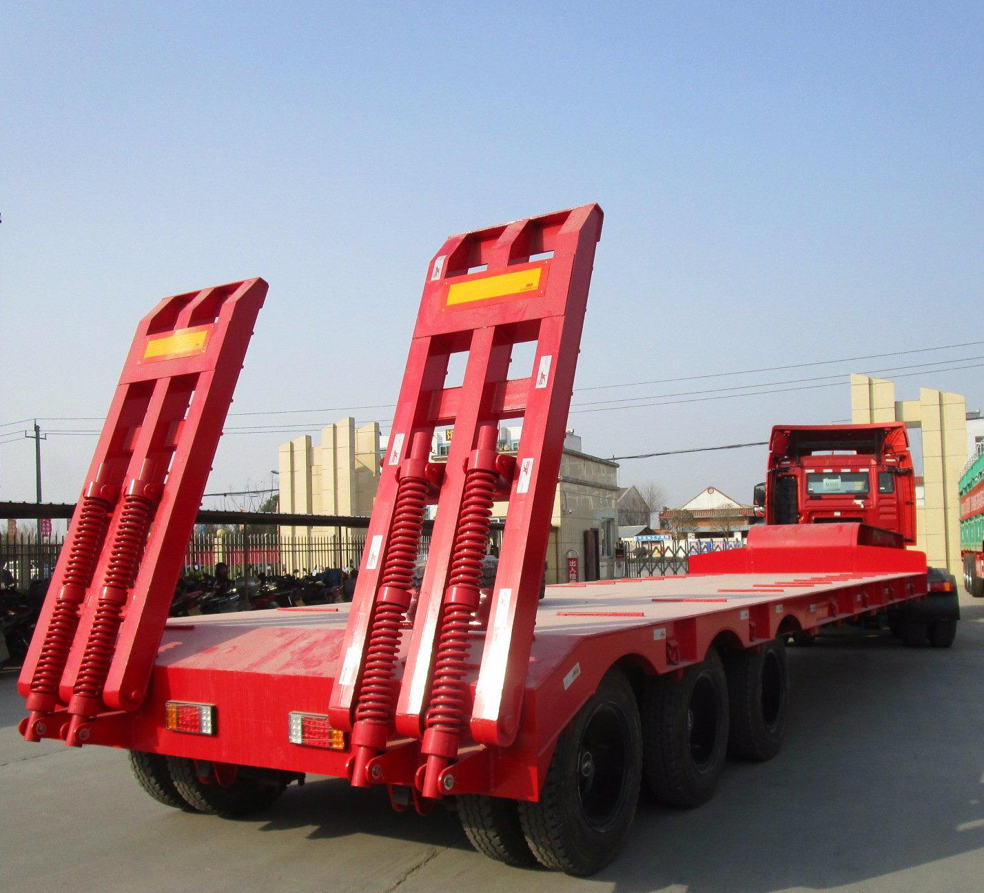 Gooseneck Flatbed Semitrailer with Ladder