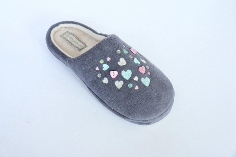 Women′s Footwear / Warm Indoor Slipper with Embroidery