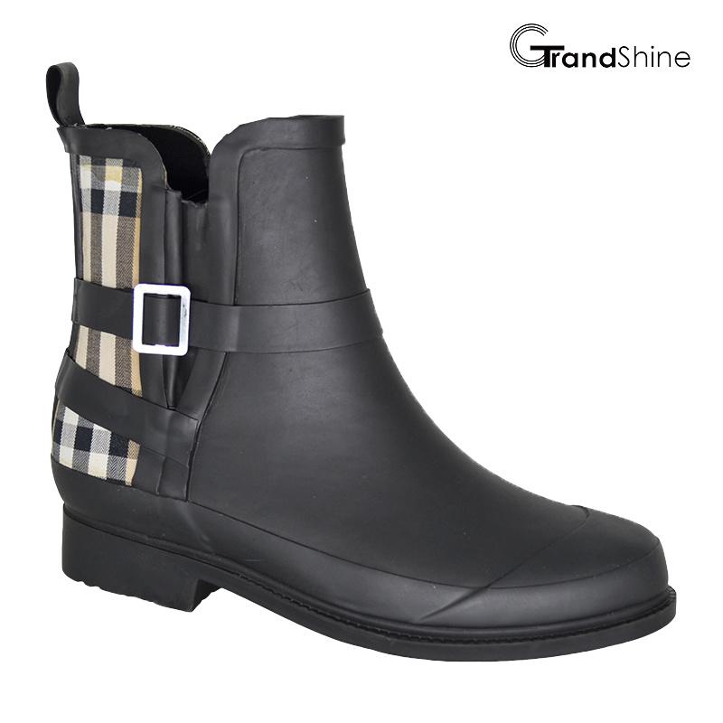 Women′s Fashion Black & Baburry Check Rubber Riding Rainboots