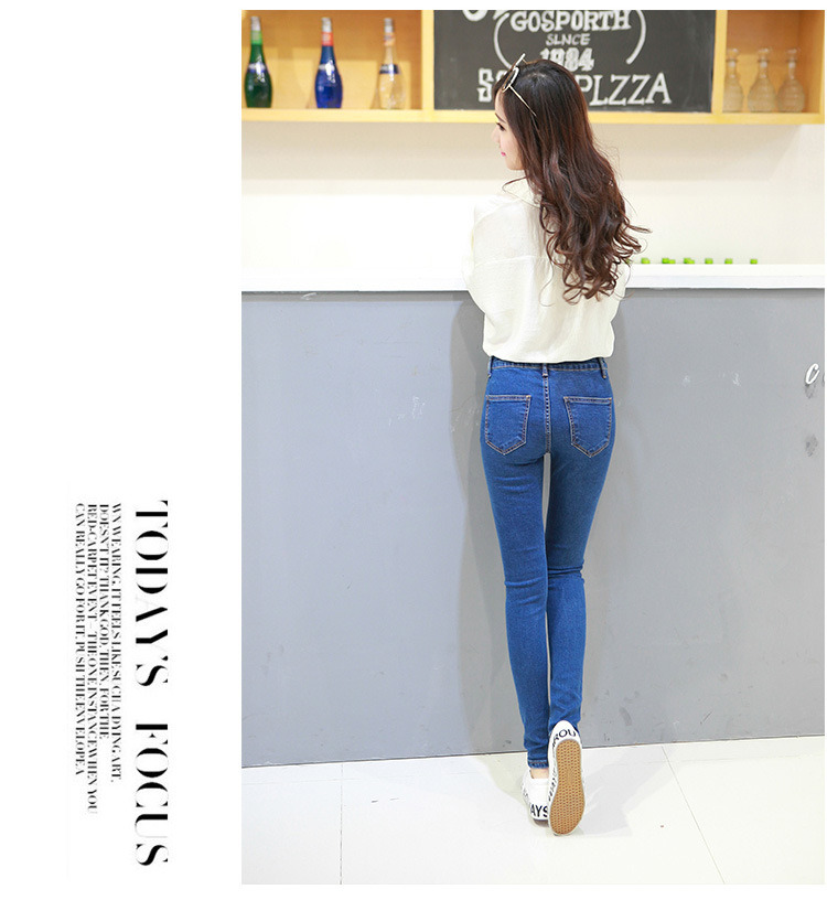 New Fashion Design Lady′s Washing Denim Jeans with Scratch