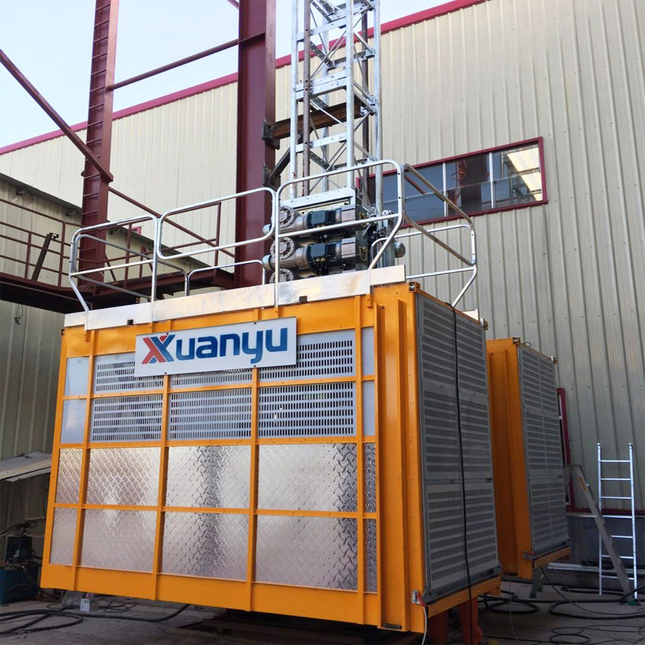 New Xuanyu Sc200/200td Series Construction Hoist for Building