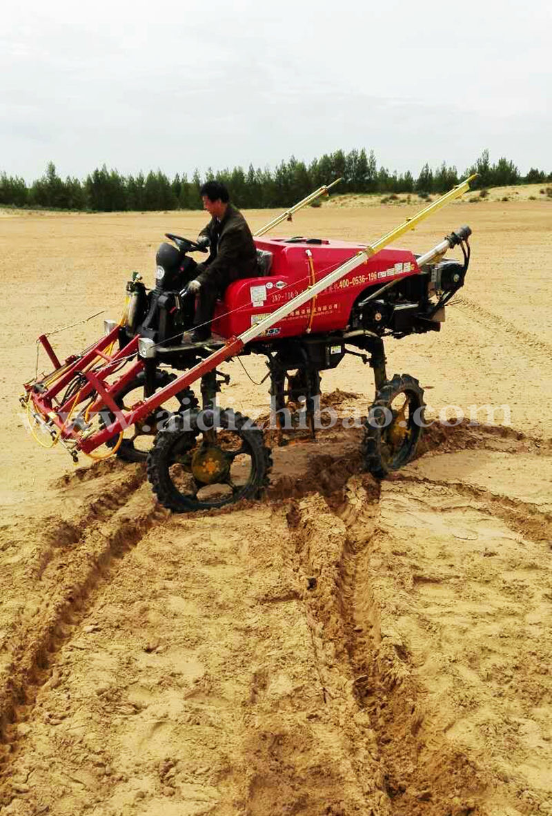 Aidi Brand 4WD Hst Self-Propelled Boom Sprayer for Muddy Field
