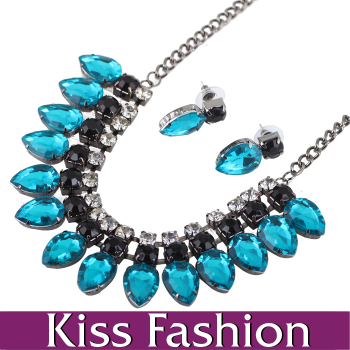 Fashion Chunky Statement Crystal Collar Necklace and Earring Jewelry Set (ES0011)
