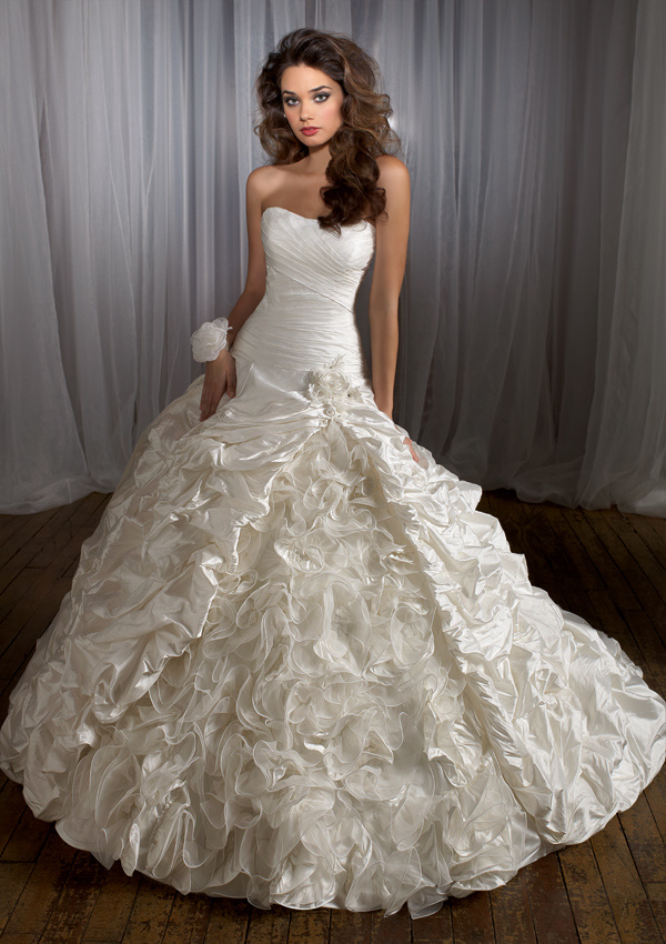 China Beautiful Wedding Dress Wedding Gown Bridal Dress (BG224) - China Wedding Dress, Wedding Gown