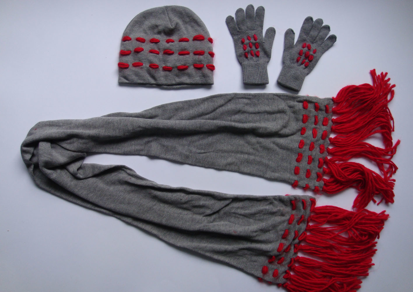 Knitting Pattern For Hat Scarf And Gloves : China Ladies Fashion Knitted Hat / Scarf / Gloves With Trimmings (KBHY07897) ...