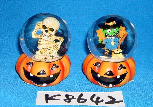 Halloween Decorative Skull Snow Globe with Resin Base