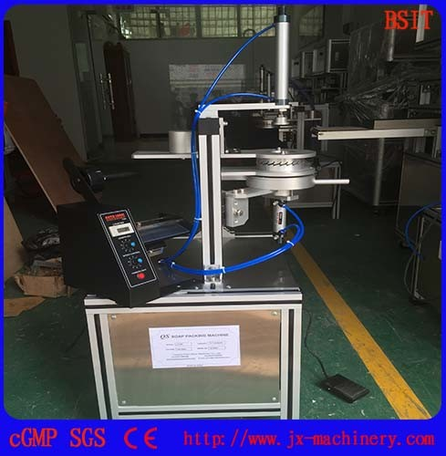 Manual Roud Soap Pleat Packing Machine for Ht-900