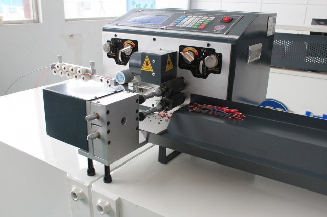 Bzw-228+N Computerized Cutting, Stripping and Twisting Machine for Double Wires