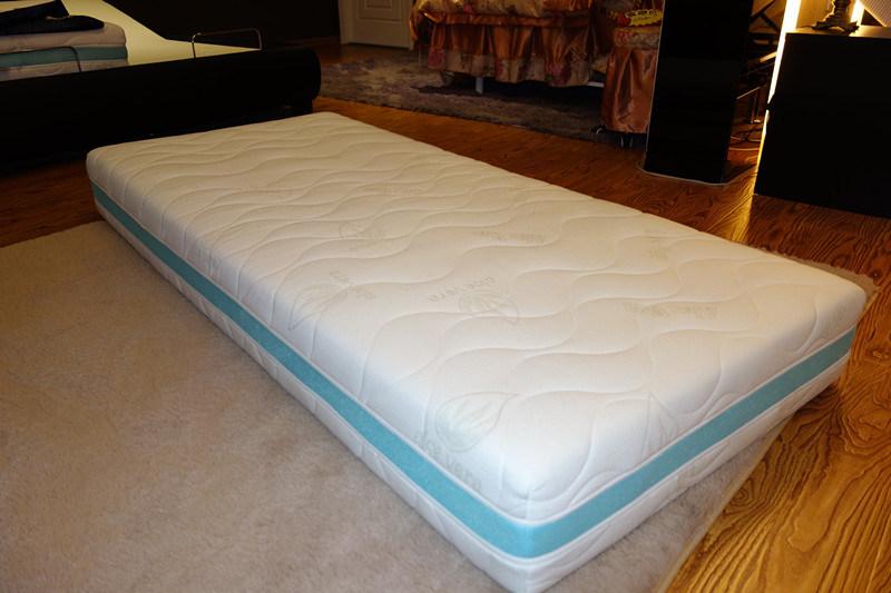2016 Popular Memory Foam Massage Mattress