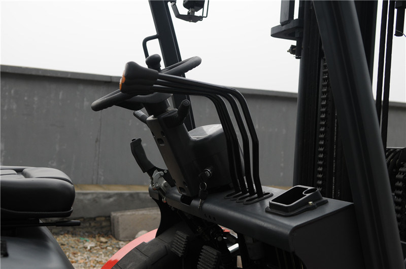 3.5t Diesel Forklift Good Quality off Road Forklift