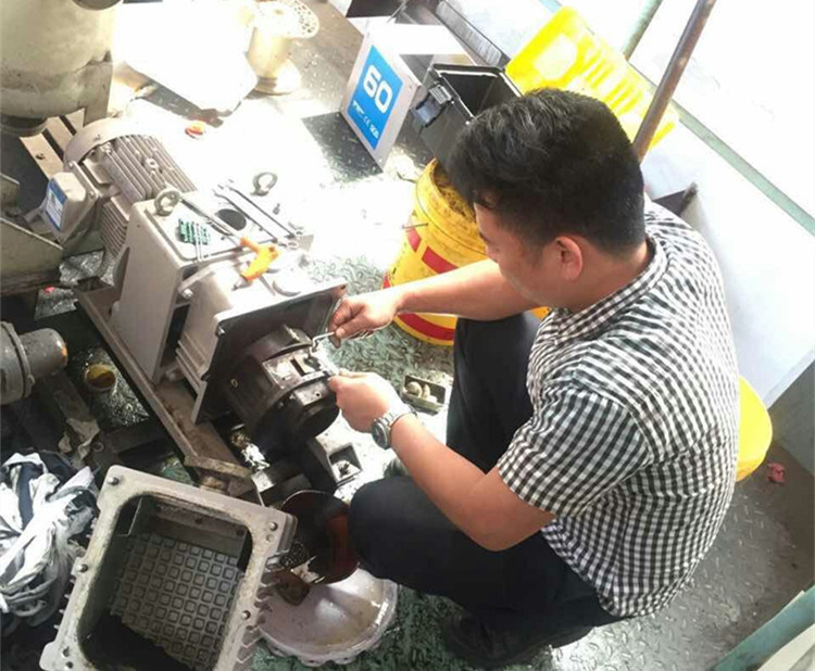 Vacuum Forming Machine Hokaido Dry Screw Vacuum Pump (RSE2602)