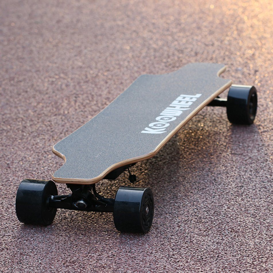 Factory Wholesale Four Wheels Dual Hub Battery Powered Electric Skate Longboard