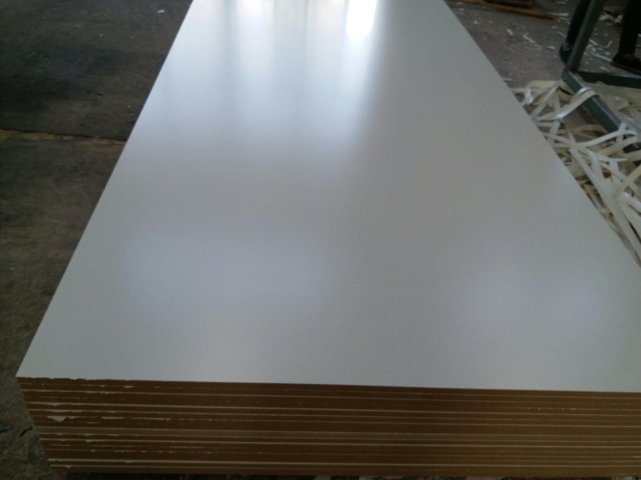 Egg White Melamine Faced MDF, Density 720g, Size 1220X2440X18mm, Glossy Surface