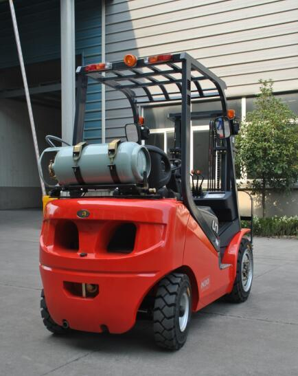 Un N Series of 2.5ton Diesel Forklift with Triplex 6.0m Mast