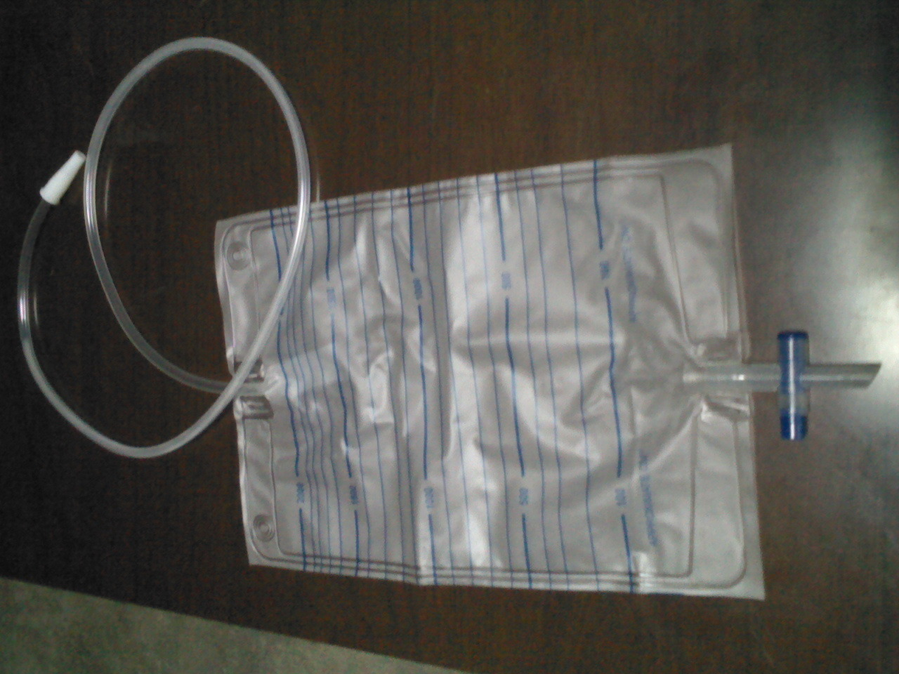 Disposable 2000ml Adult Urine Bag with Push-Pull Valve