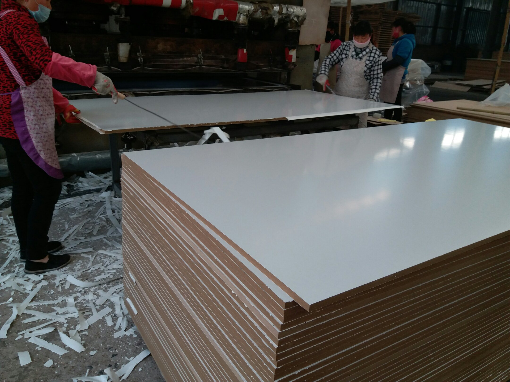 Egg White Melamine Faced MDF, Density 720g, Size 1220X2440X18mm, Glossy Surface