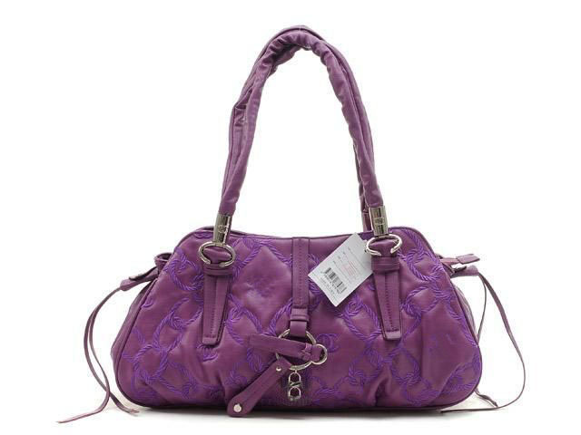 Here is nice collection of trendy handbags that are liked by girls and women. You can also have an idea to select stylish handbag for you from this