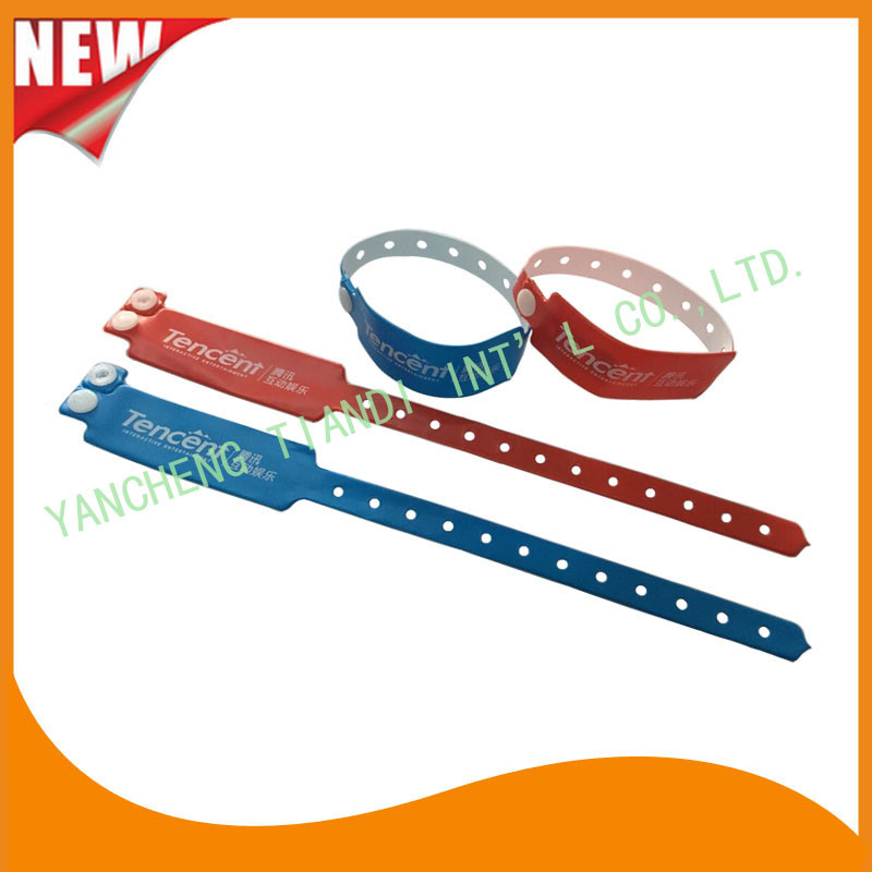 Custom Entertainment Vinyl Plastic Wristbands Bracelet Bands (E6060B4)