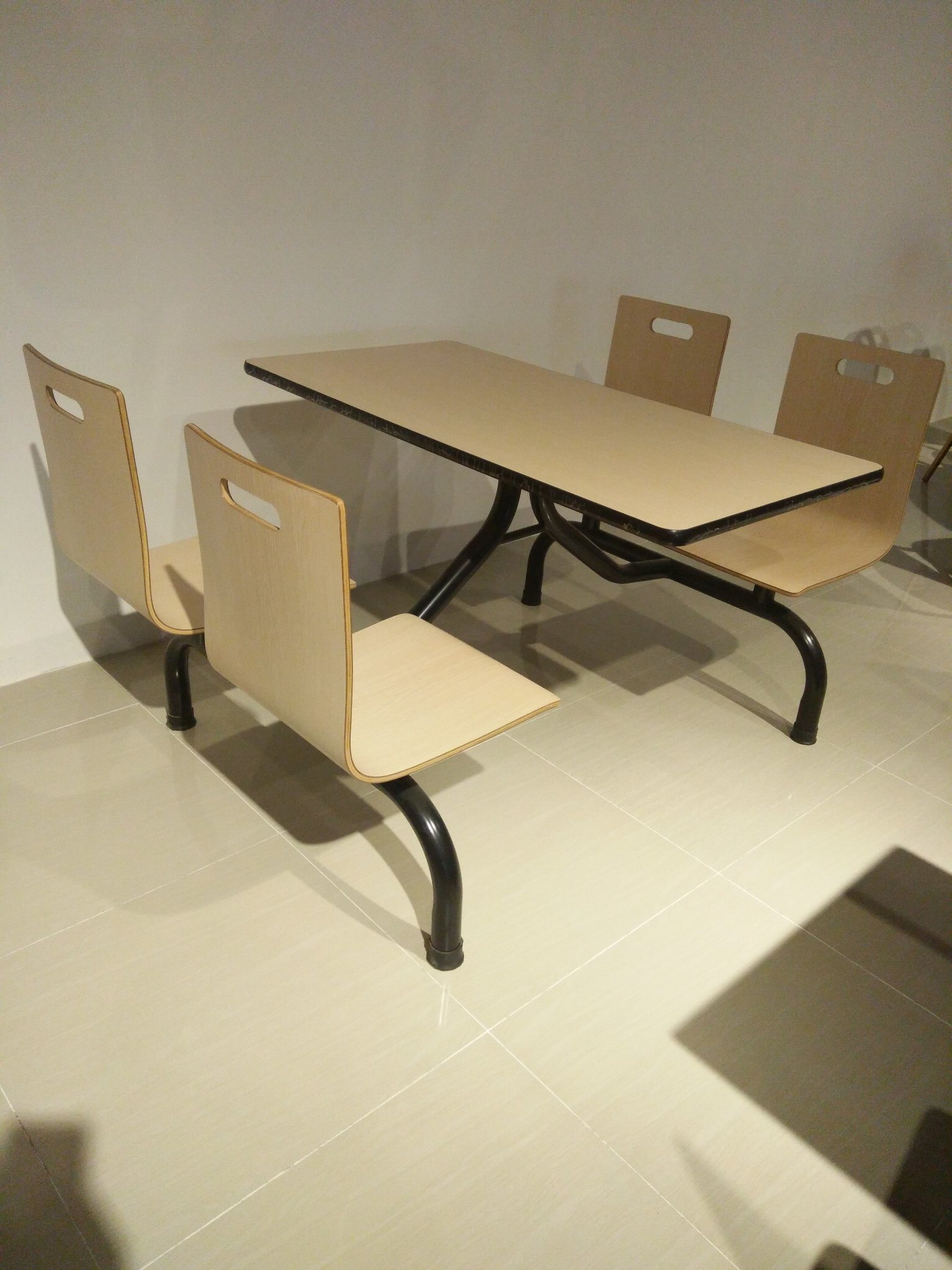 Fast Food Coffee Cafeteria Furniture Plywood Table and Chair Set