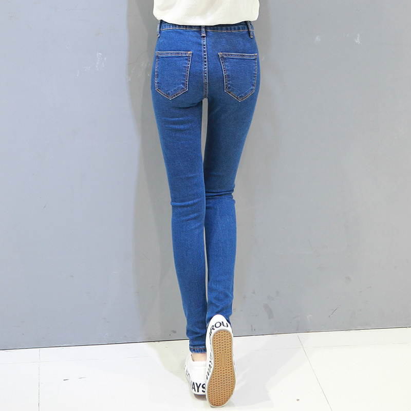 New Fashion Design Lady′s Washing Denim Jeans with Scratch
