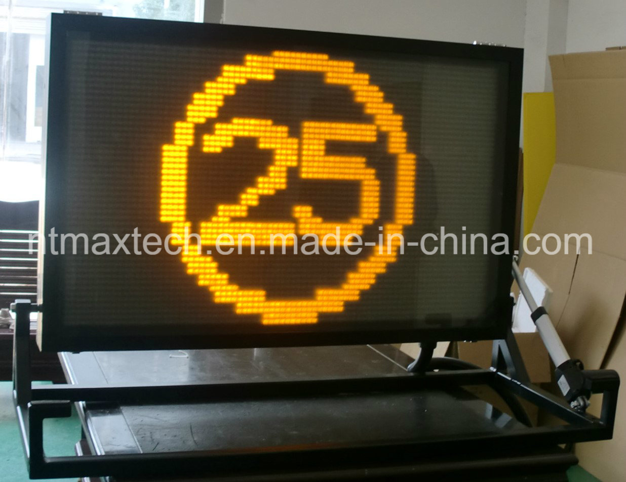 Compact Vehicle Mounted Message Board Traffic Sign for Traffic Management