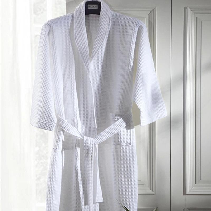 Average Size Stock Customized Logo Cheap Cotton Waffle Hotel Bath Robe (BA-001)