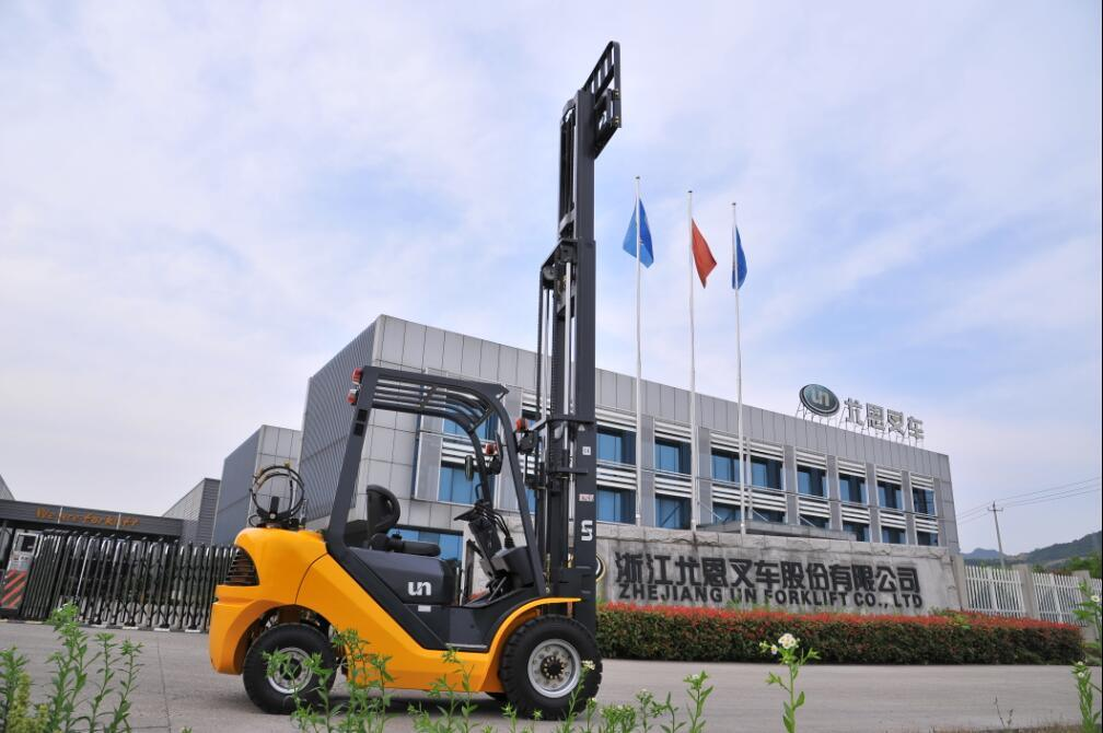 3.5t Un Gasoline/LPG Forklift with Nissan K25 Engine with CE and Triplex 6.0m Mast (FGL35T)
