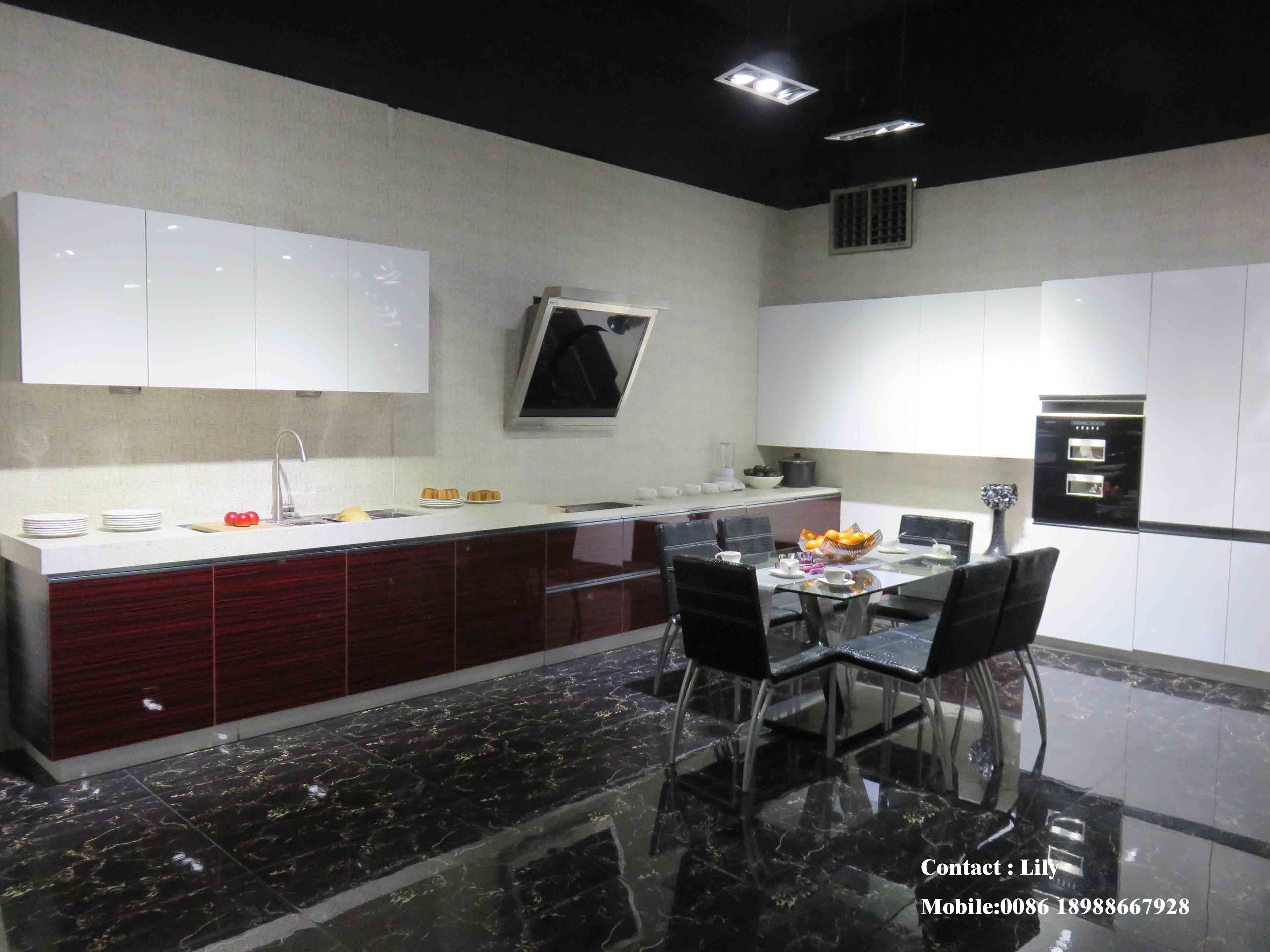Modern UV MDF High Glossy Kitchen Cabinet (ZH052)