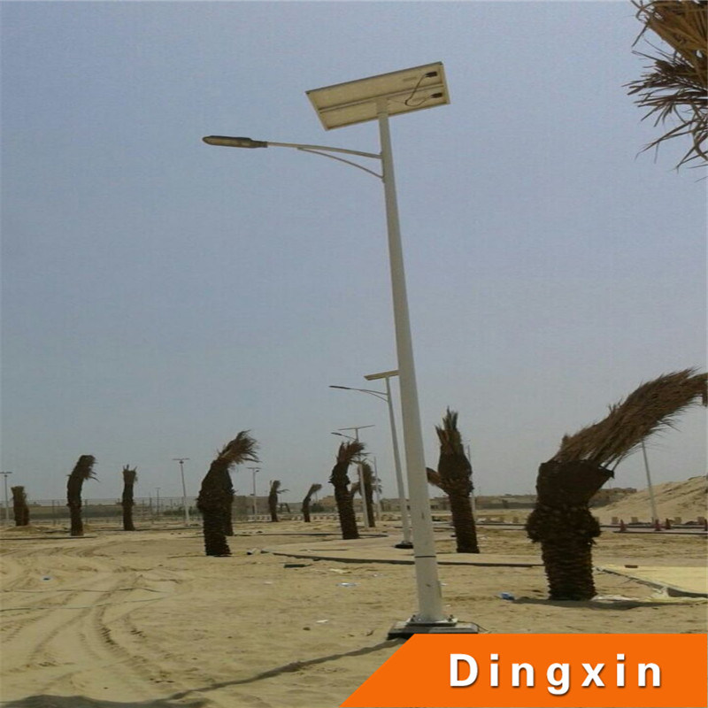 Solar 60W LED High Lighting Lamp with Tapered Painted Lighting Pole