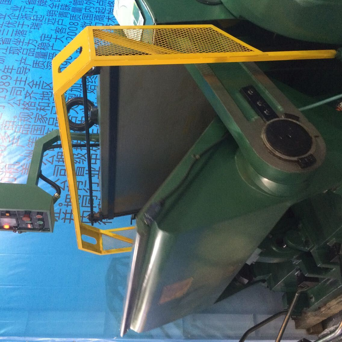 Paper Board Creasing and Die Cutting Machine. Rq Series Machine