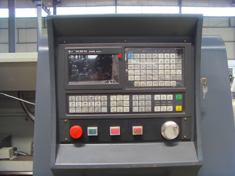 Heavy Duty CNC Pipe Threading Lathe Machine (QK1313)