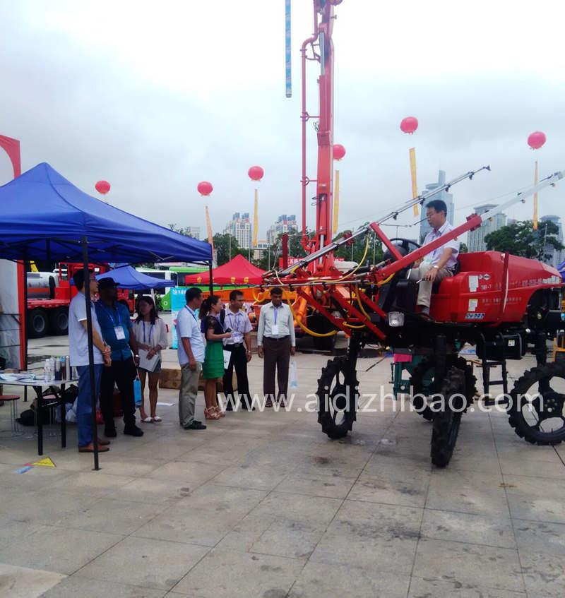 Aidi Brand 4WD Hst Self Propelled Diesel Engine Boom Sprayer with Pesticide