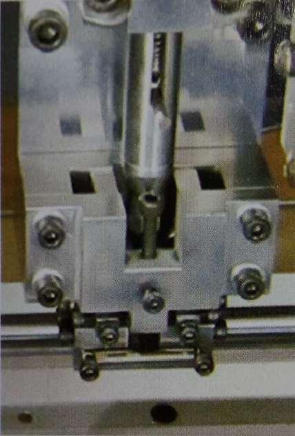 Automatic Eyelet Insert Machine XZG-9000EL-01-03 China Manufacturer