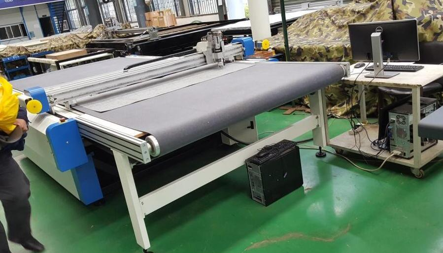 CNC Digital Oscillating Knife Cutting Table for Garment Cutting Room