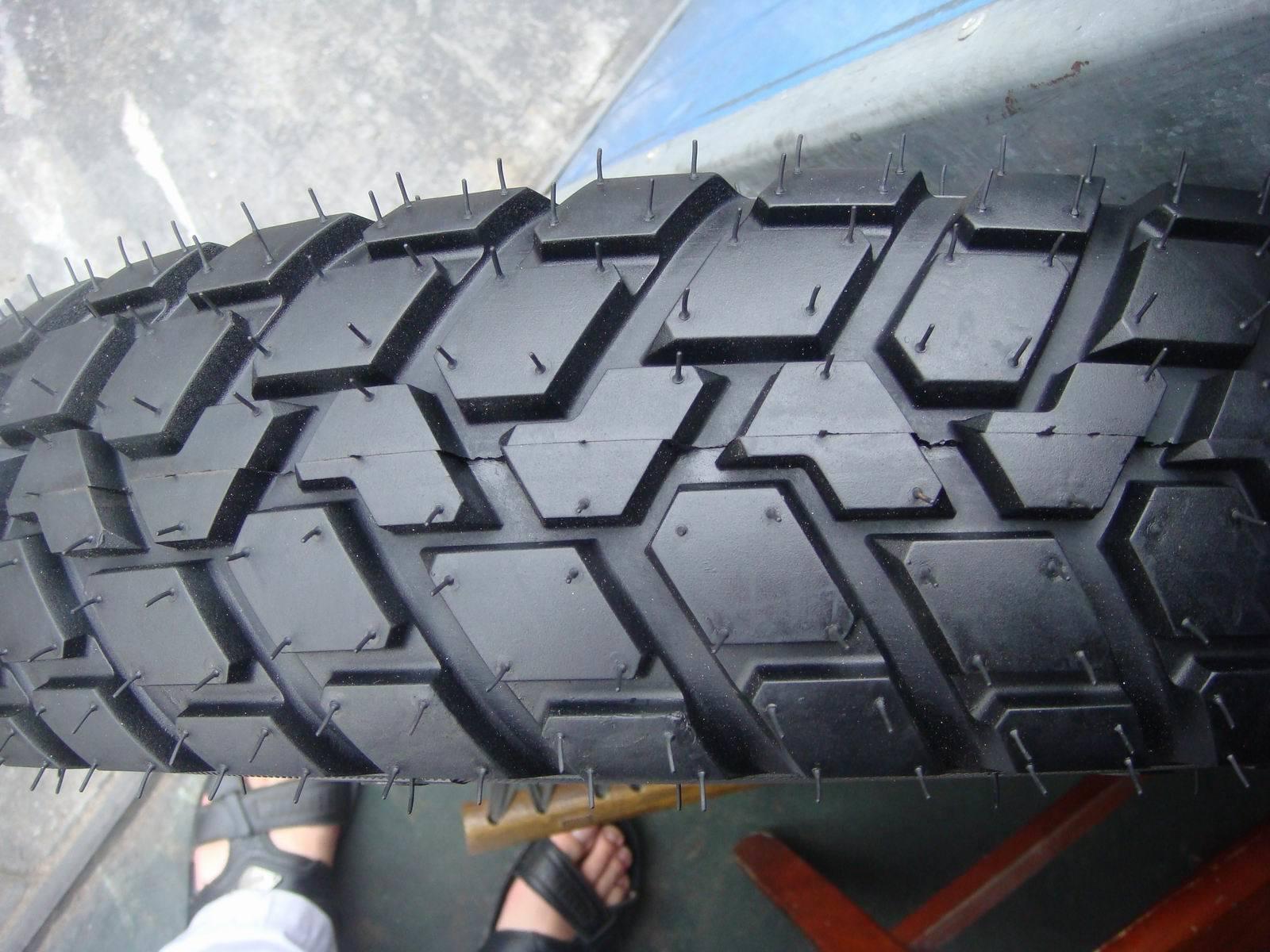 Motorcyle Tyre 3.00-18 Mud Grip