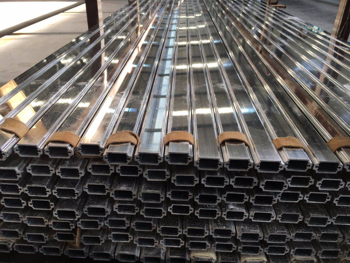 Machine Polishing Aluminium Alloy Extrusion Profile for Door and Window