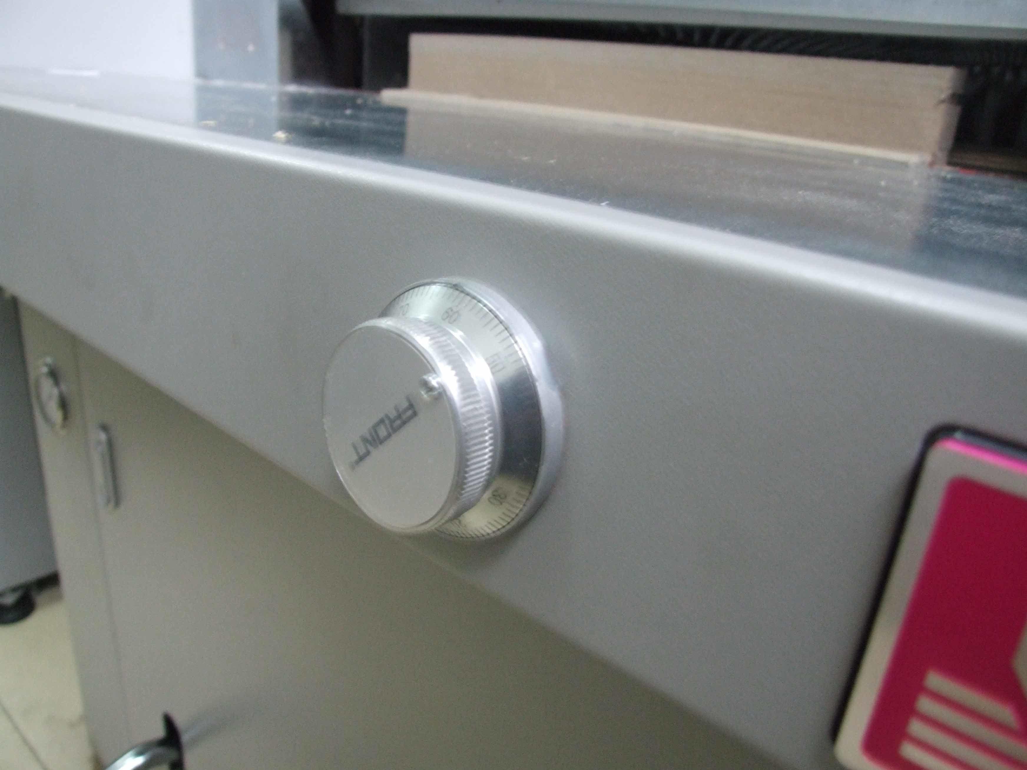 Hydraulic Program Control Paper Cutting Machine (H670R)
