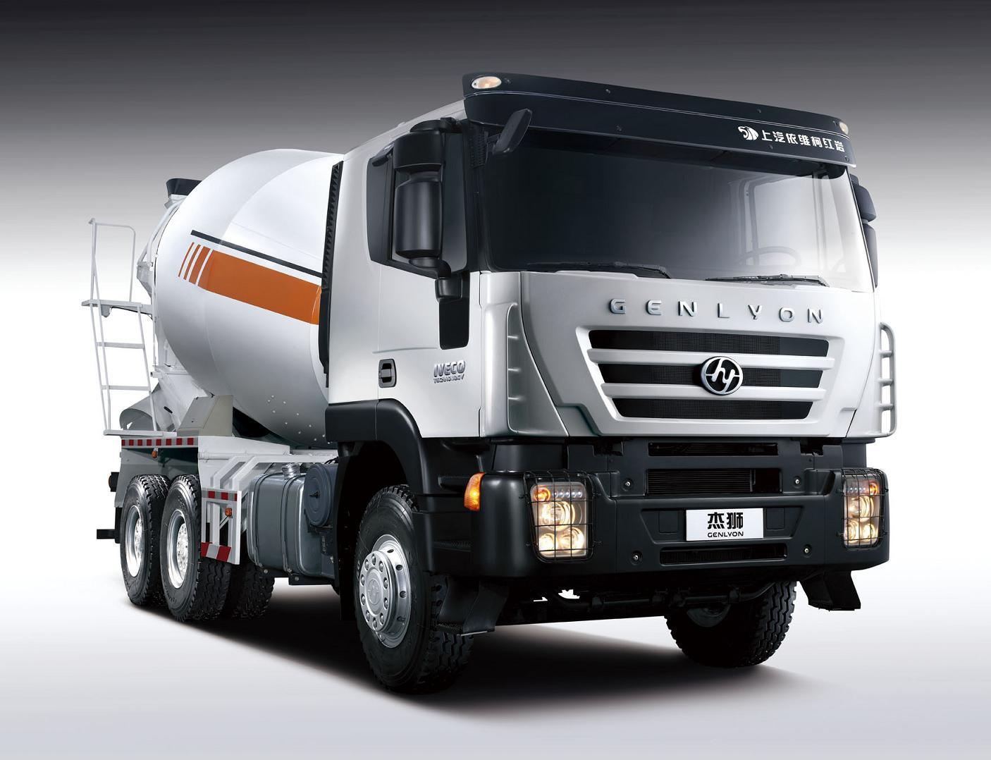 Saic-Iveco Genlyon 6X4 380HP Concrete Mixer Truck
