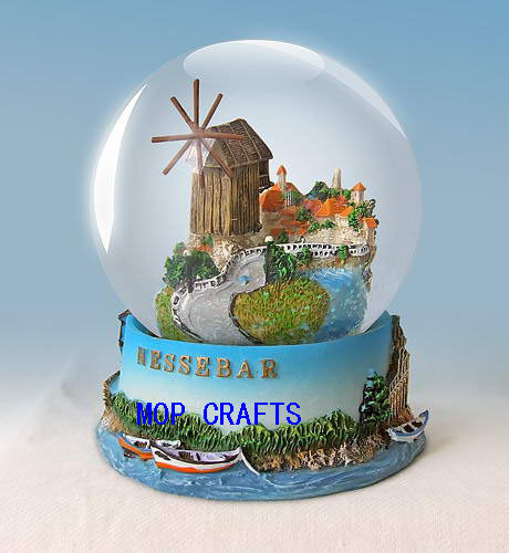 Souvenir Gifts Polyresin Snow Globe with Customized OEM
