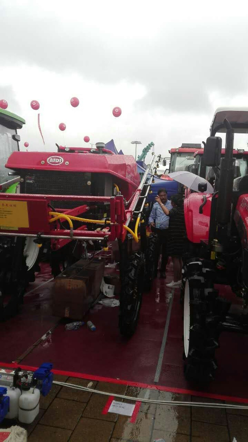 Aidi Brand 4WD Hst Diesel Engine Agicultural Machine Spraying for Herbicide